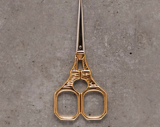 Embroidery scissor - The Eiffel tower in gold