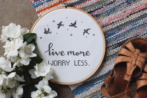 Worry less - Embroidery kit Aida