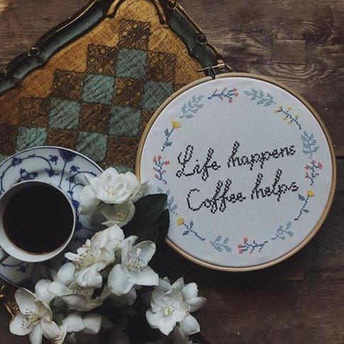 Embroidery kit Aida - Life happens